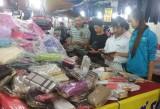 Niềm vui ở phiên chợ thanh niên công nhân