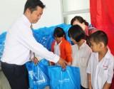 Sacombank-Chi nhánh Long An tặng quà tết những hoàn cảnh khó khăn, cơ nhỡ