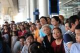 Hàng ngàn Việt kiều về ăn tết, sân bay kẹt cứng