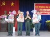 Chúc tết cán bộ, chiến sĩ các đơn vị trên địa bàn huyện Thạnh Hóa