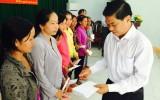 Ban Chỉ đạo Tây Nam bộ tặng quà tết cho người nghèo