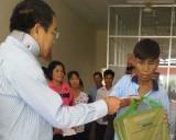 Hội Chữ thập đỏ tỉnh Long An tặng quà tết