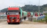 Cửa khẩu quốc tế Lào Cai xuất những lô hàng đầu tiên dịp năm mới