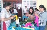 Đức Hòa tổ chức Hội thi thiết kế và trang trí hoa vải, hoa giấy