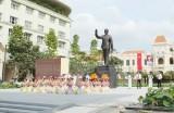 TP.HCM bảo dưỡng định kỳ Tượng đài Chủ tịch Hồ Chí Minh