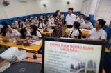 Dạy học sinh chống tham nhũng: quá khó