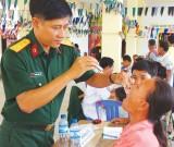 Khám bệnh, cấp thuốc, tặng quà kiều bào và dân nghèo Campuchia