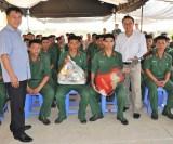 Huyện Thủ Thừa - Long An: Tổ chức thăm chiến sĩ mới