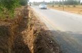 Long An: Những hố sâu nguy hiểm ven đường tỉnh 817