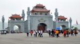 Chưa vào chính hội, người dân đã nô nức đến đền Hùng