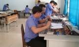 Liên kết chặt chẽ với doanh nghiệp và thị trường lao động