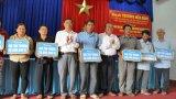 Phó Thủ tướng - Trương Hòa Bình trao tặng nhà tình thương tại Long An