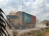 Long An: Xe tải tàn phá đường và gây ô nhiễm môi trường trên ĐT817