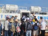 Hàng ngàn khách du lịch chật vật rời đảo Lý Sơn