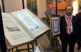 Tập thơ nặng 54kg được trao kỷ lục thế giới