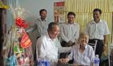 Phó Thủ tướng Trương Hòa Bình thăm gia đình chính sách tại Đức Huệ