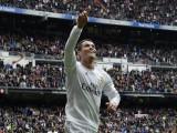 Cristiano Ronaldo vượt mặt Lionel Messi về khoản kiếm tiền