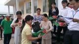 Kiến Tường: Trao hơn 210 phần quà nhân Đại lễ Phật đản 2016