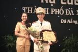 """Anh thiếu úy trẻ được trao giải """"Nụ cười công chức"""""""