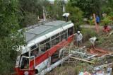 Xe khách lao xuống ruộng, 3 người phải vào viện cấp cứu