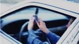 Đang lái xe, dùng tay sử dụng điện thoại bị phạt 800.000 đồng