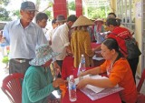 Long An: Cứu trợ 60 hộ bị ảnh hưởng bởi khô hạn, xâm nhập mặn