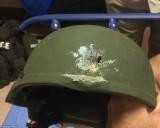 Thoát chết kỳ lạ trong đêm xả súng đẫm máu ở Mỹ nhờ mũ bảo hiểm