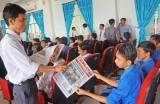 Hòa Phú mua và đọc báo Đảng là nhiệm vụ chính trị thường xuyên