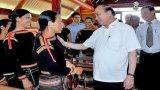 Thủ tướng thăm hỏi bà con người dân tộc thiểu số tại Đắc Lắk