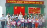 Ban Nội chính Trung ương làm công tác xã hội tại huyện Đức Huệ