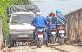 Cấm xe cơ giới lưu thông qua cầu Sông Tra