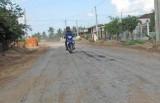 Sửa chữa đường để người dân đi lại thuận tiện hơn
