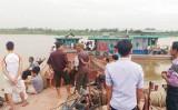 Tàu đá đâm nhau trên sông, cả gia đình 4 người tử vong