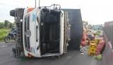 Lật xe tải chở nông sản, Quốc lộ 1 bị ùn tắc nghiêm trọng