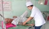 Tận tình chăm sóc sức khỏe người dân
