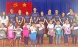 Đoàn sinh viên MEMO trao học bổng tại Đức Huệ