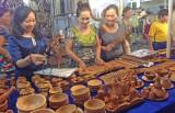 Phong phú phiên chợ hàng Việt về nông thôn
