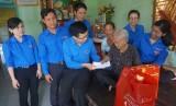 Đoàn cơ sở Agribank chi nhánh Long An: Thăm, tặng quà Mẹ Việt Nam Anh hùng