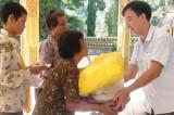 Sở Ngoại vụ Long An: Tổ chức khám bệnh, tặng quà cho dân nghèo Campuchia