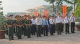Long An: Dâng hoa nghĩa trang liệt sĩ nhân kỷ niệm 69 năm ngày Thương binh Liệt sĩ