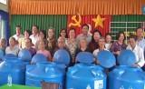 Hội Nữ doanh nhân TP.HCM: Tặng 150 bồn chứa nước cho người dân Cần Giuộc