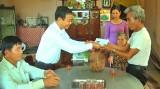 Kiến Tường: Thăm gia đình chính sách nhân ngày Thương binh Liệt sĩ