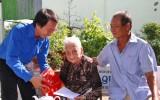 Đoàn khối Các cơ quan tỉnh Long An: Thăm, tặng quà Mẹ Việt Nam Anh hùng