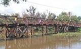 Cấm phương tiện lưu thông qua cầu Tấn Đức