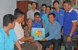 Thành đoàn Tân An thăm Mẹ Việt Nam Anh hùng Võ Thị Xê