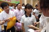 Thủ Thừa tặng 600 phần quà cho nạn nhân chất độc da cam