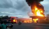 Quảng Ninh: Cháy cây xăng, người dân hoảng loạn