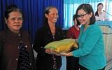Đức Hòa tặng 1 tấn gạo cho phụ nữ nghèo