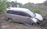Cần Thơ: Nổ lốp xe, ô tô 7 chỗ tông chết người