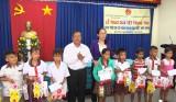 Đức Hòa tặng quà trung thu cho trẻ em khó khăn